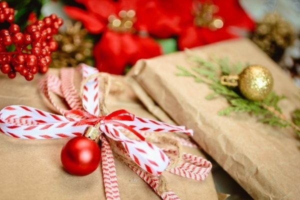 money saving gifts for the holidays, cut down on gifts