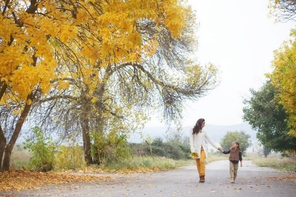 The Ultimate Fall Bucket List for Kids & Moms in 2021