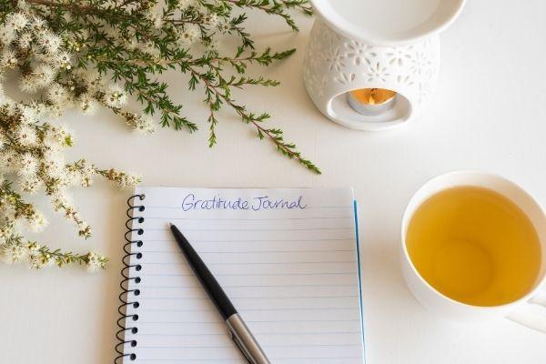 50 Helpful Gratitude Journal Prompts (+ Free Printable!)