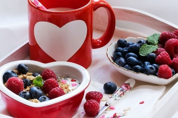 Stay at home Valentine's Day ideas for couples: breakfast in bed