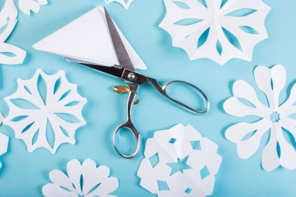 make paper snowflakes at home: winter activities for families