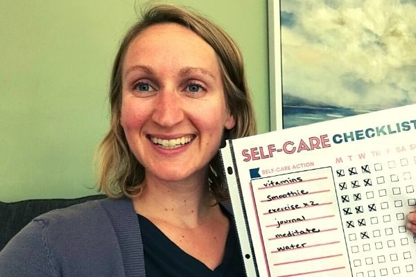 A Weekly Self Care Checklist to Feel Amazing {Free Printable}